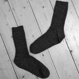 Free knitting pattern – men's rib and cable sock
