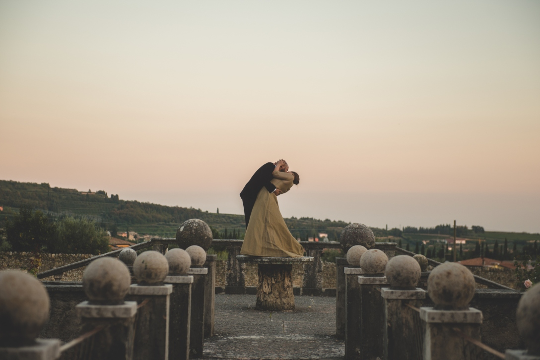 newlyweds sunset kiss